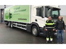 Bild biogasbil_trpledare Marcus Stockenberg_chaufför Simon Sjöberg_beskuren