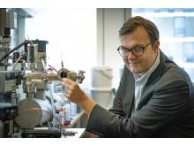 Kasper Moth-Poulsen in the lab