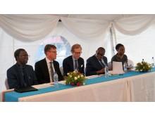 Dr Godfrey Biemba CEO NHRA, Björn Sjöstrand CEO Scandinavian Biopharma, Swedish Ambassador Henrik Cederin, Dr. Kennedy Malama the Permanent Secretary vid Ministry of Health och Dr Izukanji Sikazwe CEO CIDRZ.