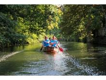 Sommertour von Martin Dulig: Bootsfahrt mit Jan Benzien entlang des Elstermühlgrabens