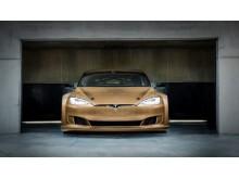 Electric GT:s Tesla P100D racingbil har en exteriör helt i Bcomps material ampliTex och powerRibs. Bilens bakvinge visas på Subcontractor InnoDex.