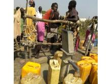 Brunnsborrning i torkans Sydsudan