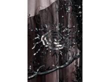 Blekrosa klänning, detalj, paljetter