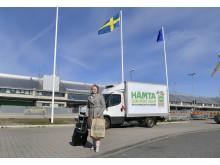 Charlotte Ljunggren vid Coops utlämning av matkassar