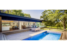 Villa in Fairways, UK - Kebony Deck mit Pool