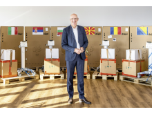 dm unterstützt Partnerländer mit 15 Beatmungsgeräten