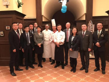 Sebastian Bartels (7th from left) und Sandro Schmidt (4th from right) with the executive team of Maritim Hotel Shenyang, China.