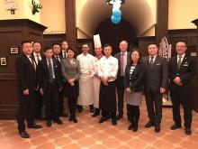 Sebastian Bartels (7. von links) und Sandro Schmidt (4.von rechts) mit dem Executive Team Maritim Hotel Shenyang.