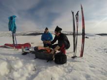 Tilbereding av bål på vintertur