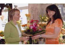 Floristin mit Kundin