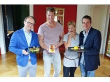 Falk Johne (Saxonia Catering), Kanute Stefan Holtz, Heike Fischer-Jung und Moderator Roman Knoblauch präsentieren das Olympiaball-Menü für den 23. Mitteldeutschen Olympiaball