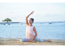 WF-SP900_P_Yoga_WideAngle-Large