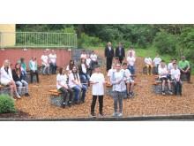 Die Schlaugärtner der Mittelschule Ensdorf stellen ihren neuen Pausenhof vor.