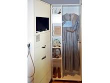 In einer Vitrine kann der Besucher alte Kleidungsstücke von Clara Schumann bewundern