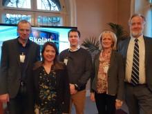 Anneli Larsson, VD på Lärande Partner i Östergötland (andra från höger) talar om samarbete mellan skola och bransch i riksdagen.