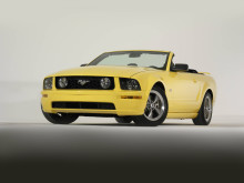 2005-Ford-Mustang-GT-convertible