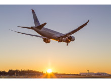 Norwegianin Boeing 787 Dreamliner ja auringonlasku