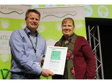 Niels Andresen, Ekologiska Lantbrukarna delar ut Svekomatspriset till Agneta Ahl på Nyponbackens förskola