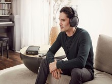 Sony_NW-WM1A_MDR-Z1R_TA-ZH1ES-Signature_Series_Lifestyle_04