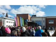 Många var besökarna som kommit till Forsgläntan för invigningen