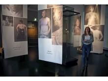 """Blick in die Ausstellung """"Tattoo & Piercing"""" im GRASSI Museum für Völkerkunde zu Leipzig"""