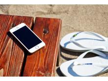 En smartphone er et populært redskab, når danskerne gør klar til at pakke sandalerne til sydens sol og varme.