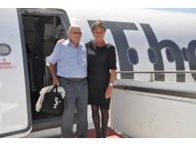 Selvom det ikke var nødvendigt, gav kabinechef Lisbeth Sejerø en hjælpende hånd til Harry Steengaard, der 65 gange har fløjet med Spies til Rhodos.