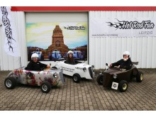 Andreas Nötzel, Josefin Möbius und Maik Wenckstern präsentieren die Hot Rods