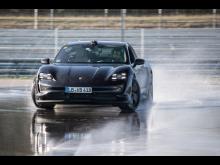 Porsche Taycan på sin 42,171 kilometer långa väg mot världsrekordet i helelektrisk drifting