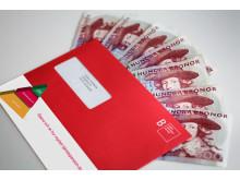 Röda kuvertet med sedlar