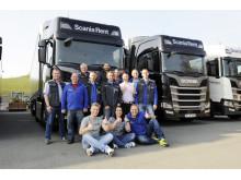 Zufriedene Teilnehmer nach dem Scania Fahrsicherheitstraining auf dem Sachsenring
