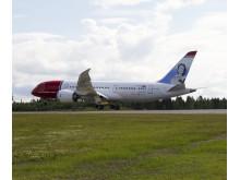 Boeing Dreamliner landing