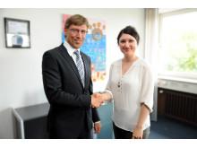 Stephanie Saenger mit Polizeipräsident Mathis Wiesselmann