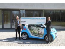 Foto: Uni-Präsident Prof. Dr. Udo Hebel und Reimund Gotzel, Vorstandsvorsitzender der Bayernwerk AG geben den Startschuss zum anstehenden Landeswettbewerb in Regensburg