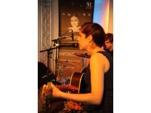 Frontfrau Helena Walther von Cinnamon Silence auf der Acoustic Stage