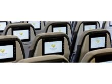 """På næsten alle Spies' flyvninger til Phuket kan gæsterne sætte sig til rette i de nye stole med """"toppen af poppen"""" inden for entertainmentsystemer."""