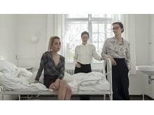 På foto (fra venstre): Victoria Carmen Sonne, instruktør Marie Grahtø  og Lisa Carlehed
