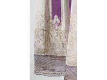 Lila klänning, detalj, spets