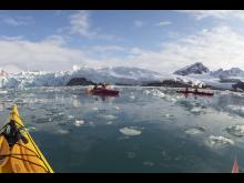 Kajakkpadling-Smeerenburg-Svalbard--HGR-138541- Foto_Lise_Dreistel_JPG