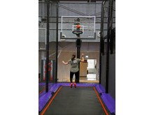 Für Basketball Fans gibt es im JUMP House Leipzig den SlamJUMP mit Körben in drei verschiedenen Höhen