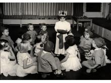 En grupp barn firar lucia ca 1955-1965, Foto Karl Heinz Hernried, Nordiska museet