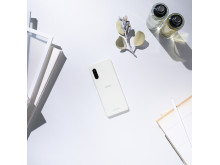 Xperia 10 II_In_situation_White