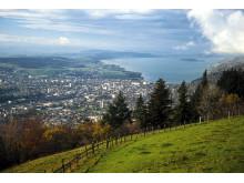 Biel: Blick auf die Stadt und den Bielersee mit St. Petersinsel