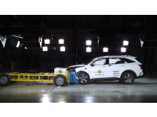 Kia Sorento - Mobile Progressive Deformable Barrier test...