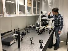 Daniel Midtvedt in the lab