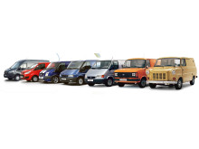 Fra 1. til 7. og dagens generasjon av Ford Transit - tatt i forbindelse med at Ford Transit fyller 50 år