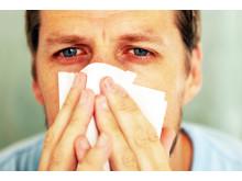 Allergisk rinit  - man med symtom