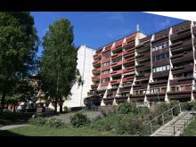 Foto av fasade Sofienberggata 7 før rehabilitering