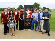 """Präsentierten die Dinnershow """"Passion"""": Nightfever mit Sängerin Pavi de Mayo, Benita Rothe, Henrik Dantz, Guido Gentzel, Falk Johne und Martin Heindorf (v.l.)"""