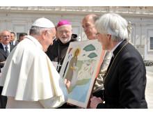 Överlämning av gemensam gåva till påven